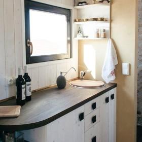 Wohnwagon-tinyhouse-kitchen